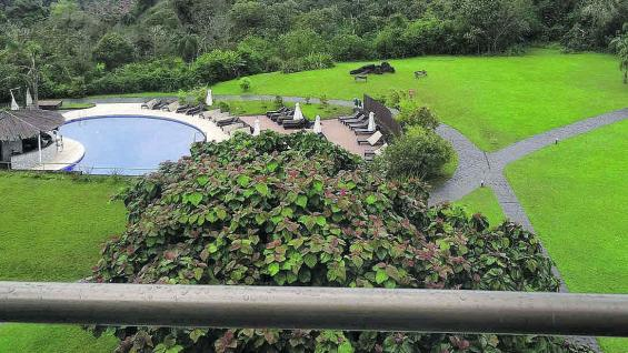 Desde el balcón del hotel se observa la colosal Garganta del Diablo.