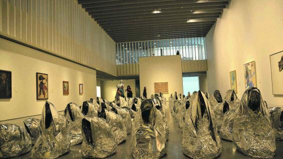 Centro Pompidou y una de sus curiosas performances.