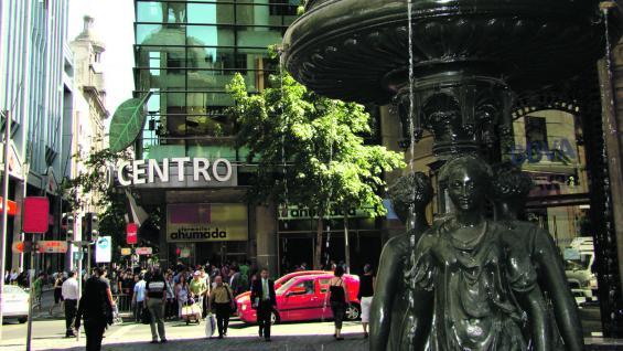 Agenda de compras. En enero y julio, los negocios santiaguinos ofrecen promociones y ofertas de temporada. Además de precios accesibles, en Santiago se consiguen marcas internacionales que no se ven en la Argentina.