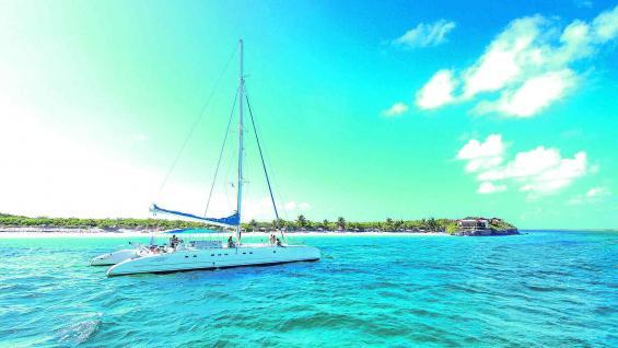 Un crucero por los cayos es la mejor opción para descubrir las bellezas de ese paraíso terrenal. Los colores del agua son indescriptibles.