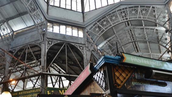 No se puede dejar de visitar el Mercado de San Telmo, que impresiona con su arquitectura. (Bibiana Fulchieri)