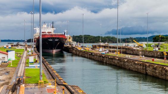 El gran puente. El Canal de Panamá es una vía de navegación entre el mar Caribe y el océano Pacífico. (123RF)