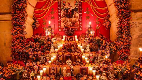 Uno de los tradicionales altares, en Oaxaca. (Visit México)