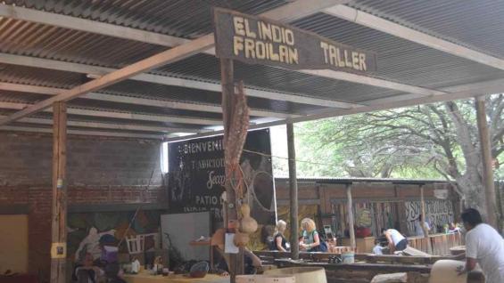 El taller del lutier, una cita obligada en un paseo por Santiago. (Benita Cuellar)