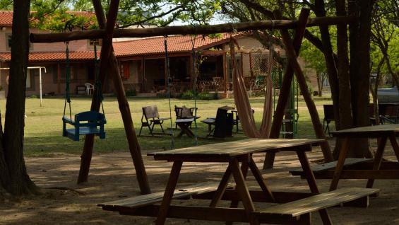 Espacios abiertos para disfrutar del entorno y la naturaleza en Traslasierra. (El Aromo)