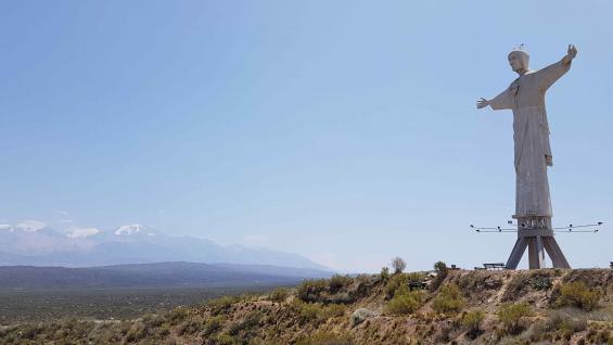 Una de las caminatas que se puede hacer en Tupungato es hasta el Cristo Rey, un recorrido de 6 km por un sendero rodeado de vegetación autóctona, y con vista a los cerros más importantes de este tramo de la cordillera. (Christian Quinteros)