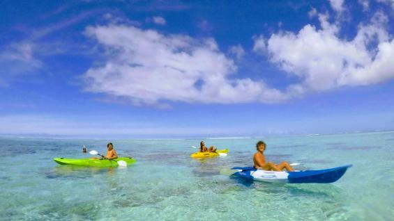 Disfrutar de la laguna de Rarotonga es una actividad de día completo. (Marcelo López)