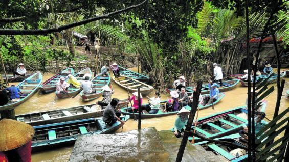 Paseos fluviales por el Mekong. Se visitan distintas islas que integran un tour turístico.
