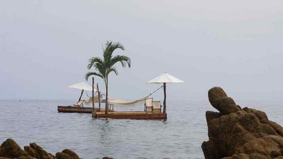 En Las Caletas es posible relajarse flotando en el mar (Andrés Blanco/La Voz).