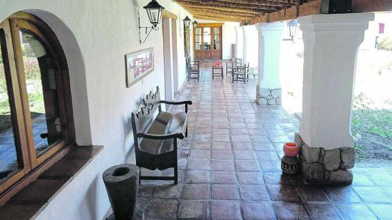 Galería de la estancia Las Carreras, en cercanías de Tafí del Valle.