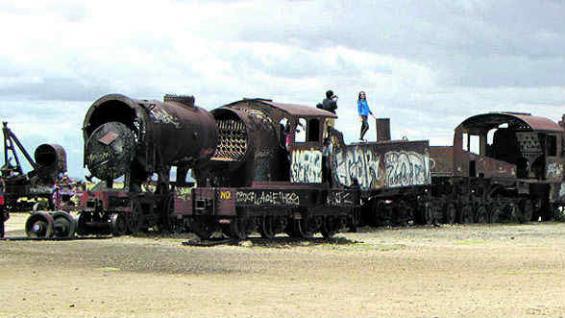 El cementerio de trenes, como espectros de metal.