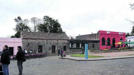 Esquina del centro histórico, con las mesas de los bares en la calle.