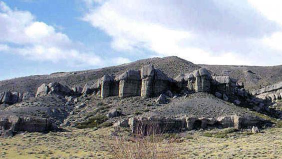 Magnífica vista de la formación rocosa conocida como los Castillos de Pincheira.