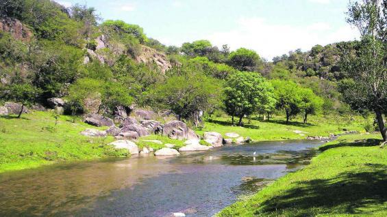 A ocho kilómetros de San José de la Dormida se encuentran parajes como Quebrada del Tigre y dique Pisco Huasi.