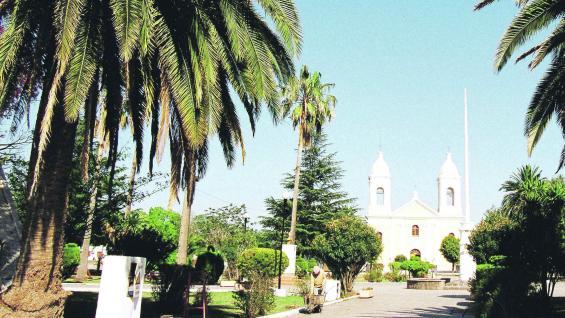 Plaza San Martín y parroquia San José.