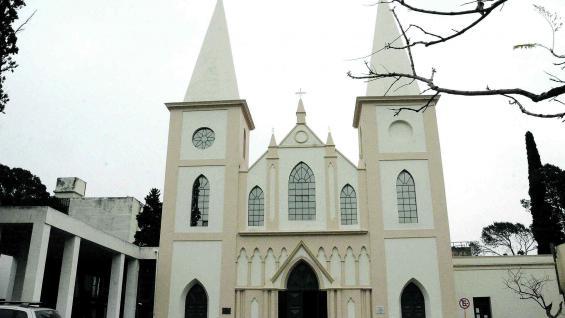 Cementerio  San Jerónimo, el primero de la ciudad. Fue inaugurado en 1842.