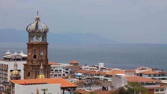 La cúpula de la parroquia de Nuestra Señora de Guadalupe asoma entre las construcciones (Andrés Blanco/La Voz).
