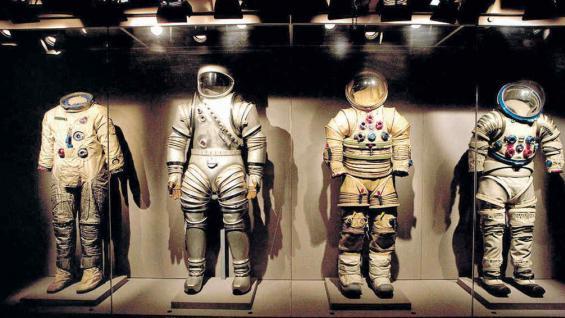 Exposición de los trajes utilizados en los viajes espaciales.
