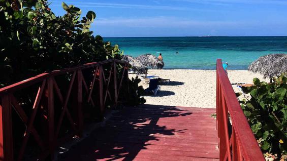 Bienvenida perfecta. Una de las ventanas a los 22 km de playa que tiene este destino.
