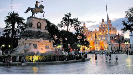 Plaza San Martín, corazón del Centro Histórico cordobés. Fue construida en 1577 y es la testigo más antigua del crecimiento de la ciudad.