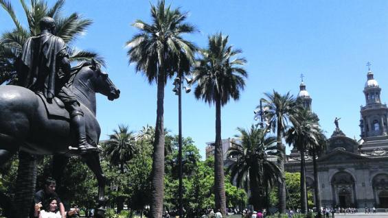 Plaza de Armas. Está rodeada de edificios antiguos. (fotografías de Christian Quinteros )