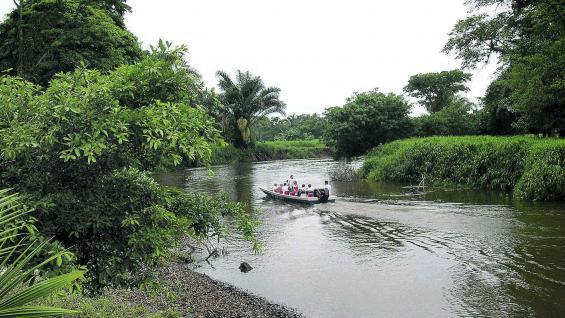 Recorrido náutico por el río Suerte, rumbo a Tortuguero.
