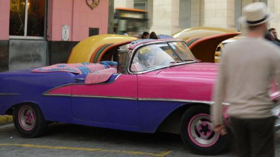 Los autos antiguos además se pueden alquilar para extranjeros que quieran sentir la emoción de manejarlos (Noelia Maldonado).