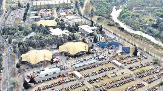 El Complejo Ferial, en el barrio Chateau Carreras, será sede desde el sábado y hasta el martes próximos, de la feria de turismo y alimentos regionales Caminos y Sabores de Córdoba.