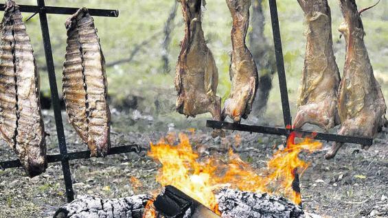 Una tentación difícil de evitar: carnes asadas a la llama.
