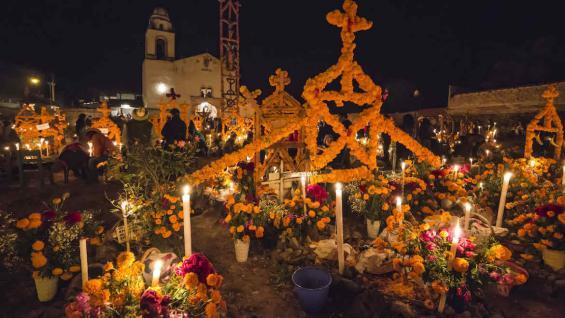 Un panteón listo para celebrar el Día de muertos en Michoacán. (Visit México)