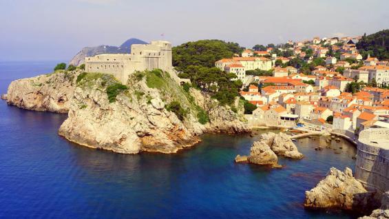 Dubrovnik, azul profundo y fuertes murallas. /Pixabay