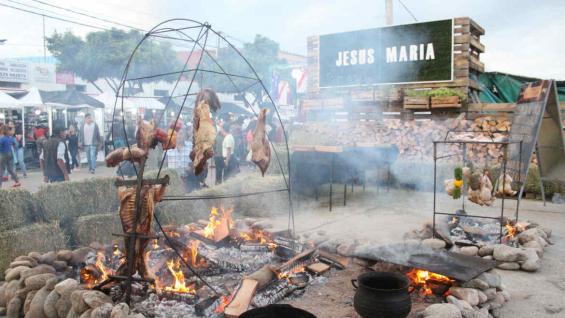 El asado, gastronomía típica y plato insignia de Jesús María. (La Voz)