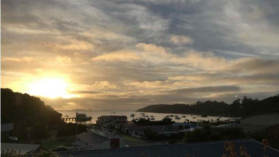 Amanecer en Oban, la capital de Stewart Island. (Graciela Cutuli)