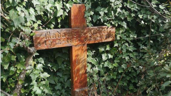 La cruz en la tumba Madame Carrel. (Dirección de Turismo de La Cumbrecita)