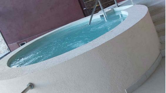 El spa de dos niveles cuenta con un circuito hídrico. (Soledad Soria)