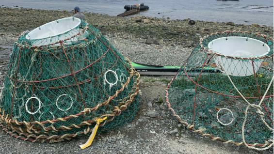 Redes especiales para cazar centollas, en Puerto Almanza. (Emiliana Felizzia)