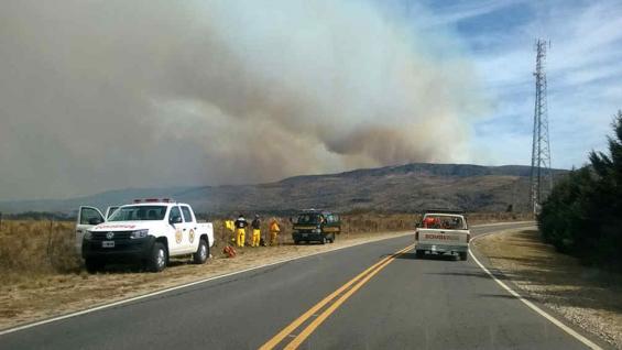 SAN CLEMENTE. El incendio podía verse desde la ruta este mediodía.