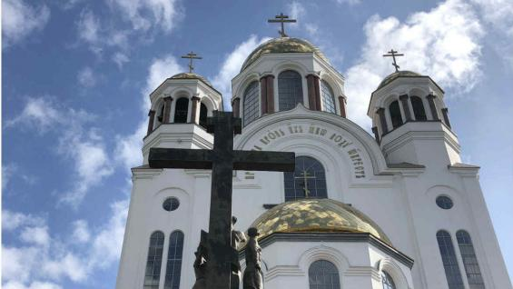En Ekaterimburgo se unen Europa y Asia. Allí está la Iglesia de la sangre derramada. (Marina Tortorella)