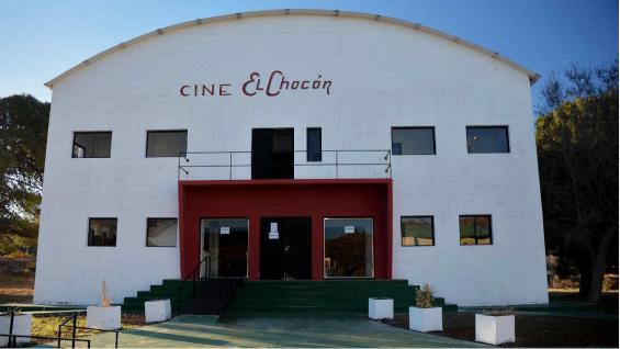 Histórico Cine El Chocón, dentro de la Villa Temporaria, próxima a ser convertida en museo de sitio. (Bibiana Fulchieri)