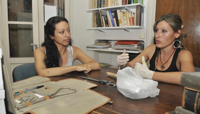 Soledad Salega y Claudina González en el Museo de Antropología.
