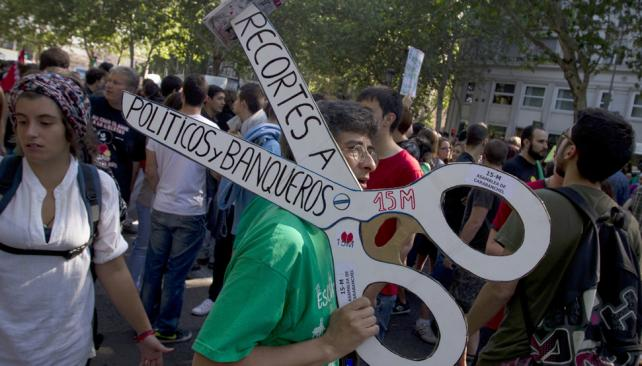 Contra el tijeretazo. Estudiantes y maestros españoles marcharon en defensa de la educación (AP).
