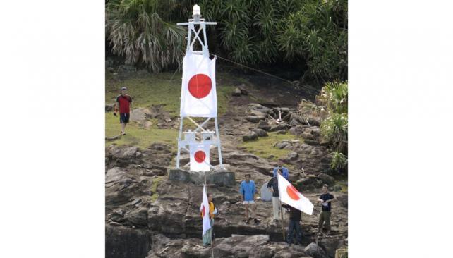 Toma. El grupo de japoneses izó ayer banderas de su país.