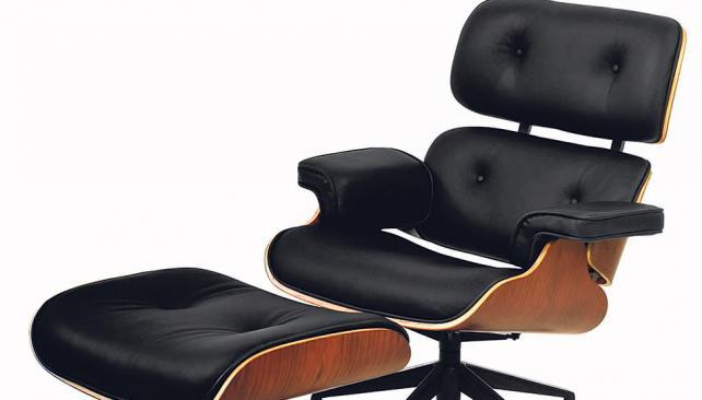 De estilo retro, la reconocida poltrona de Charles Eames irrumpe en los ambientes contemporáneos.