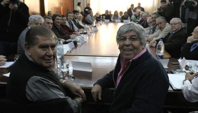 Mesa 2. Hugo Moyano presidió ayer la reunión del Consejo Directivo de la CGT, en la que reasumió como titular de la central obrera (DyN).