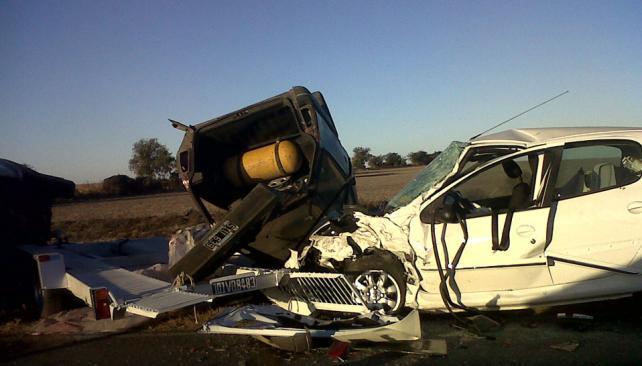 ONCE HERIDOS. Tres autos protagonizaron el choque (Gentileza Laura Sessarego).