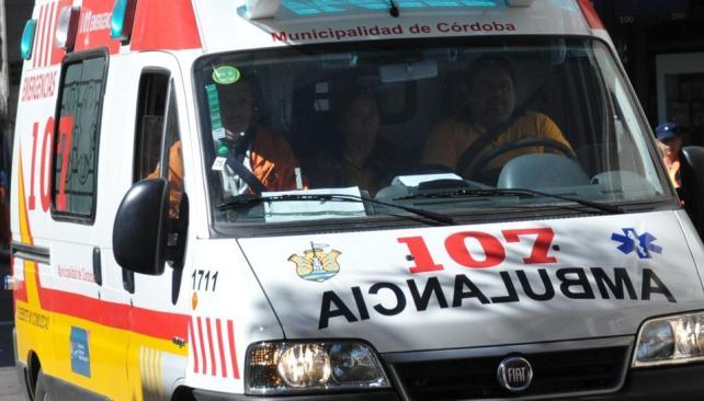 Trío. En cada ambulancia del 107 viajan un chofer, un enfermero y un médico (Darío Galiano / Archivo)..