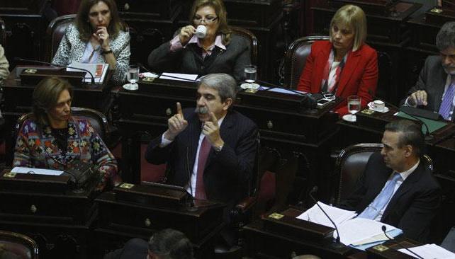 ANIBAL FERNÁNDEZ. El senador presentó el proyecto junto a su par de Chaco, Elena Corregido (DyN/Archivo).