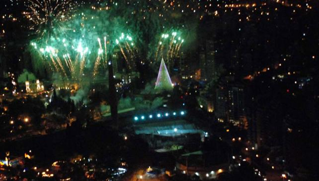 NAVIDAD. Así fue la inauguración del pino (Prensa Gobierno de la Provincia).