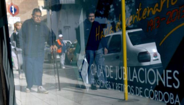 Engaños. En el último año y medio, se detectaron más de 3.000 casos de cobro irregular de haberes (Pedro Castillo / La Voz).