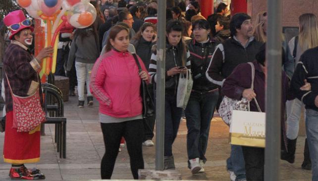 CARLOS PAZ. Durante el feriado por el 9 de julio se observó mayor cantidad de gente que un día normal (La Voz/Archivo).